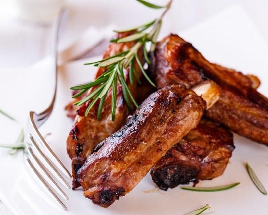 Блюдо из ребрышек свинины