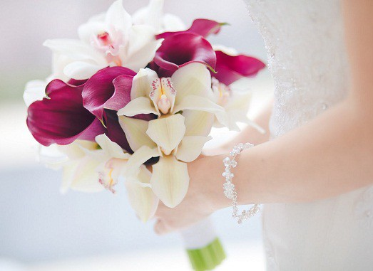 Свадебные букеты для невест из цветов каллы, цветы большие букеты роз купить дешево