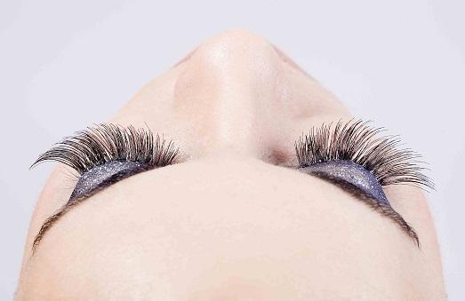Минусы и плюсы процедуры наращивания ресниц