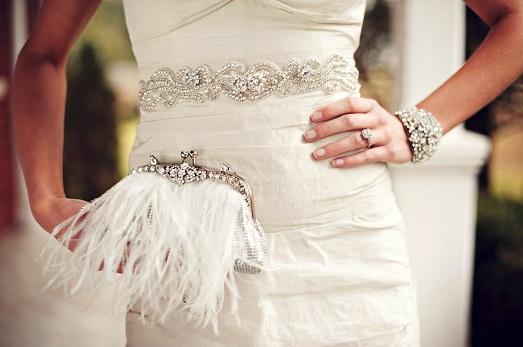 Нужна ли невесте свадебная сумочка?