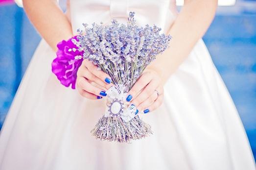 Как устроить свадьбу в лавандовом цвете? (10 фото)
