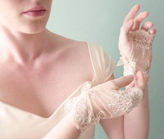 Нужны ли невесте свадебные перчатки?