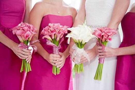 Что выбрать для подружки невесты: букет или браслет?