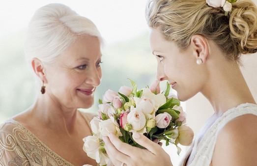 мама на свадьбе дочери