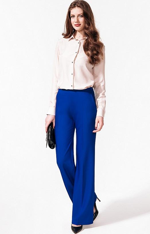 Как выбрать и носить необычные брюки-клеш?