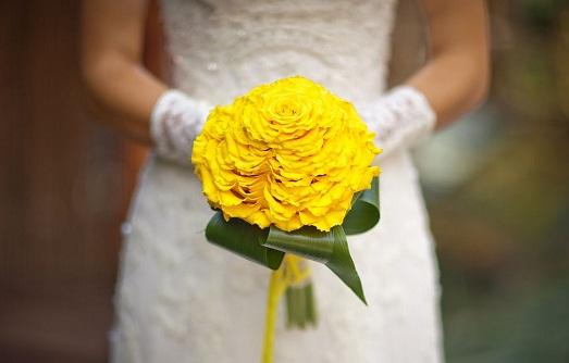 Шикарные варианты желтого свадебного букета