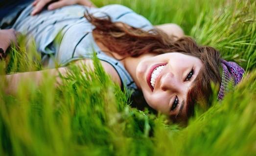 Как научиться девушке красиво смеяться?