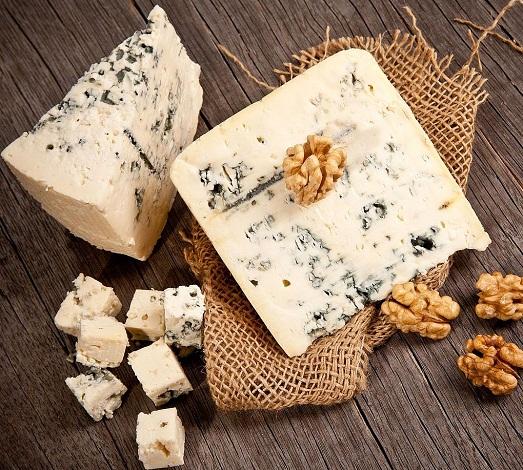 Полезные свойства сыров с плесенью