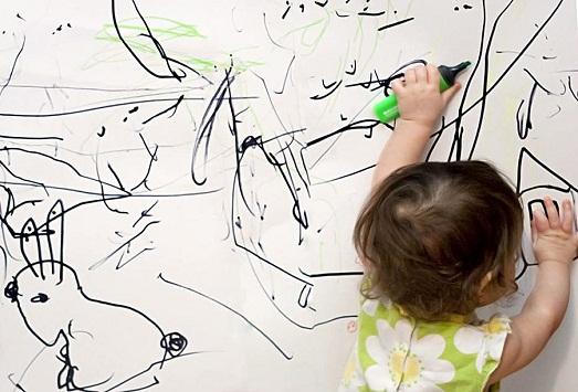 Что делать, если ребенок порисовал обои?
