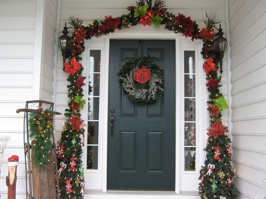 Как украсить фасад здания или дома на Новый год?