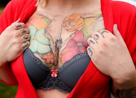 Можно ли девушке делать тату в области груди?