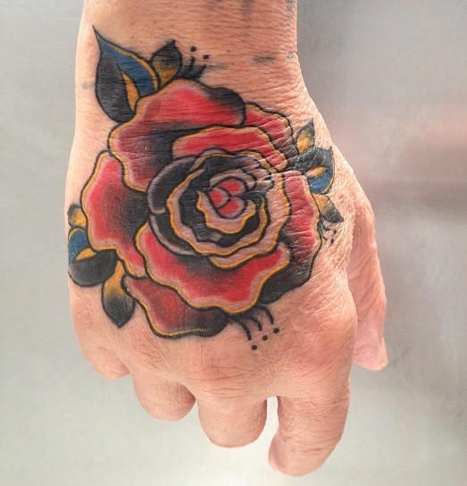 Роза на плече что означает
