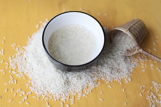 Какими свойствами обладает рисовая вода?