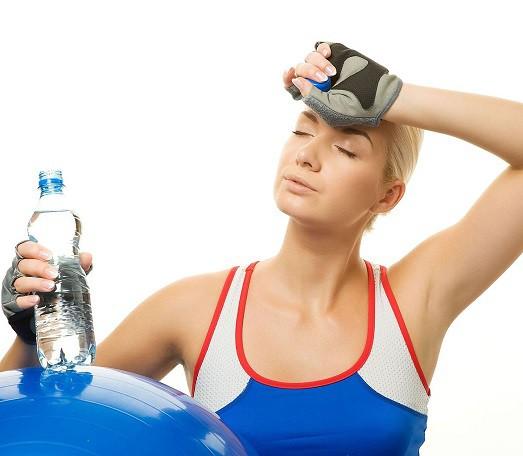 Злоупотреблять жидкостью во время тренировки не стоит