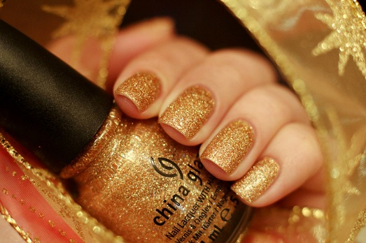 Золотой маникюр — модное решение для ваших ногтей