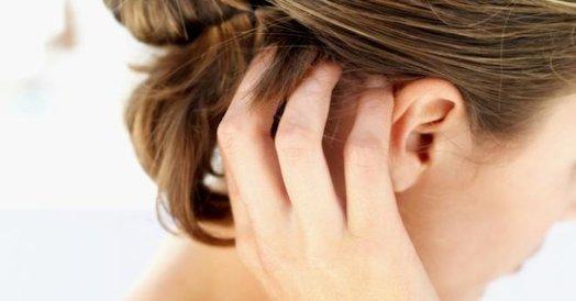 Основные причины возникновения прыщей в волосах