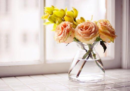 Как сохранить цветы дольше в вазе?