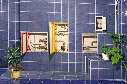 Как можно закрыть трубы в ванной комнате?