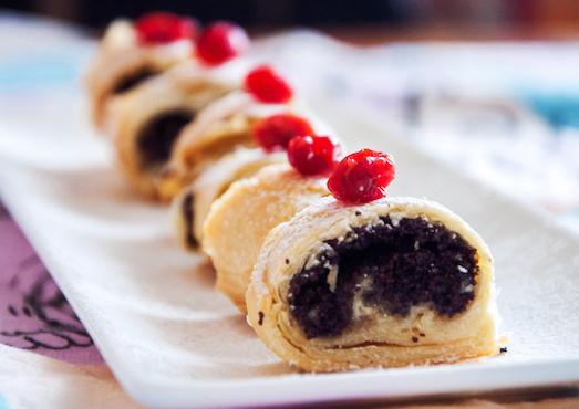Маковый рулет — простой и очень вкусный десерт