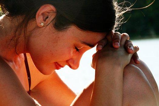 Как можно быстро вызвать у себя слезы?
