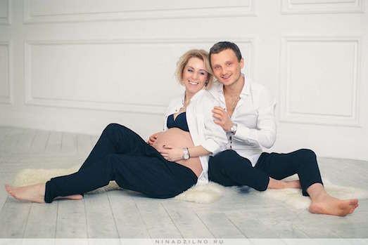 Идеи для интересной фотосессии беременной девушки: http://brjunetka.ru/idei-dlya-krasivoy-fotosessii-budushhey-mamyi/