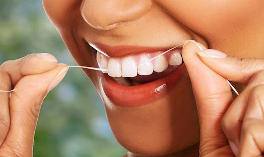 Как правильно выбрать и пользоваться зубной нитью?
