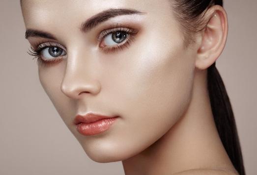 Стробинг — актуальный тренд в макияже