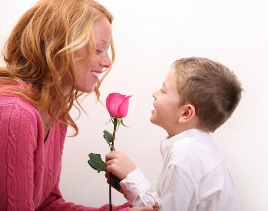 Мама хочет почувствовать язык сына
