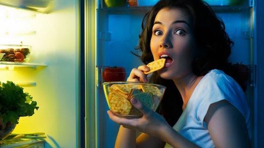 Из-за чего лучше отказаться от еды перед сном?