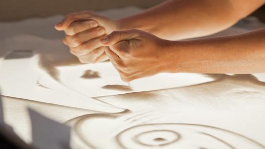 Реально ли научиться рисовать песком?