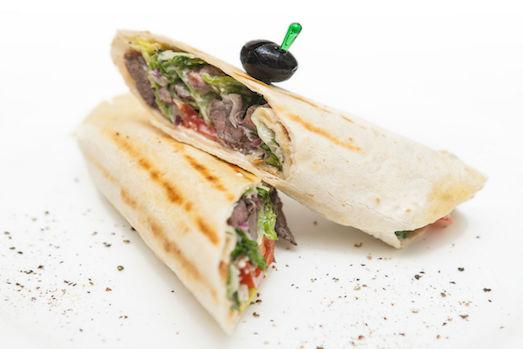 Цезарь ролл — отличная закуска для перекуса