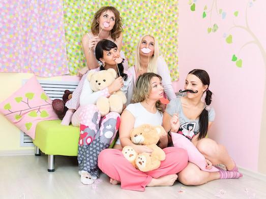 Как организовать крутую пижамную вечеринку?