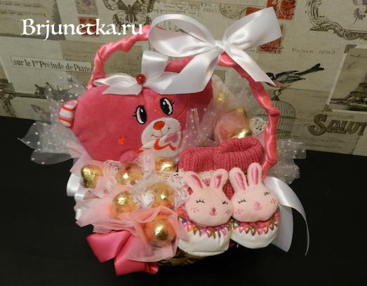 Как сделать букет из конфет в корзине на рождение ребёнка?