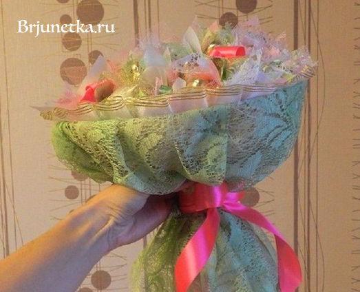 Как сделать букет из конфет и фатина — img 8