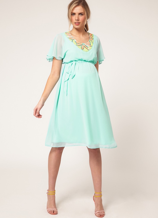 Как выбрать красивое вечернее платье для девушек в положении?