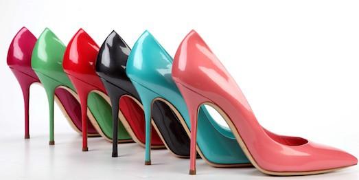 8272cedc2 Пришли в гости и, уходя, случайно перепутали туфли? Не переживайте, хозяин  обуви обязательно посмеется вместе с вами, да еще и таким образом приятные  ...