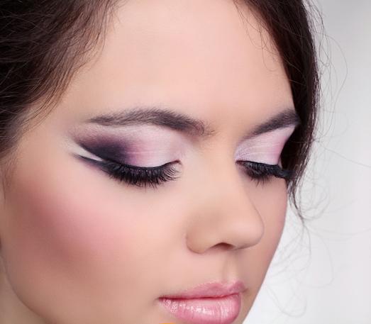 Кому подойдет макияж с розовыми тенями?