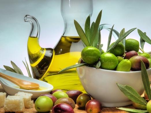 Чем полезно оливковое масло для нашего лица?