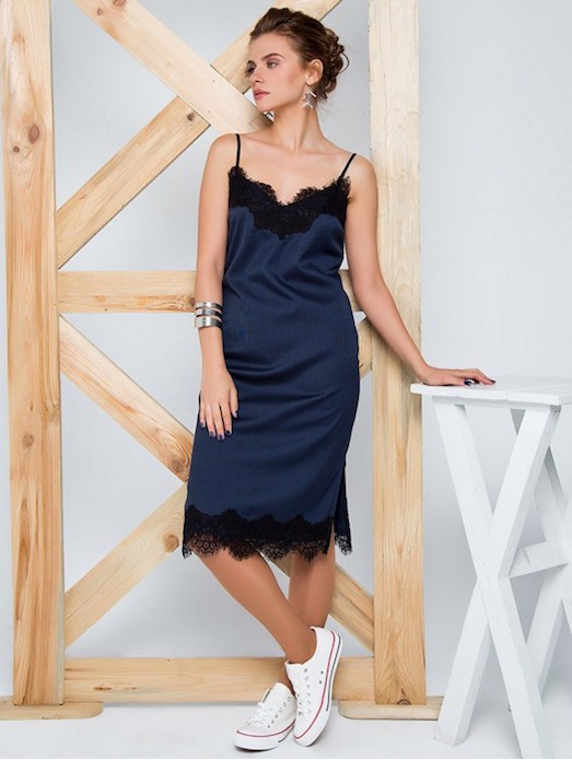 Салатовое платье в бельевом стиле