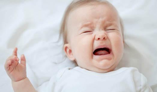 Как справиться с коликами у маленького ребенка?