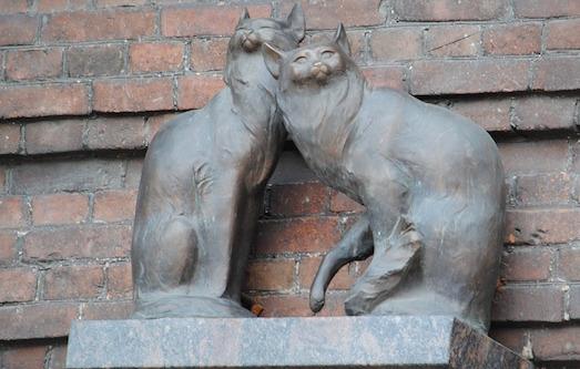 Самые известные памятники кошкам