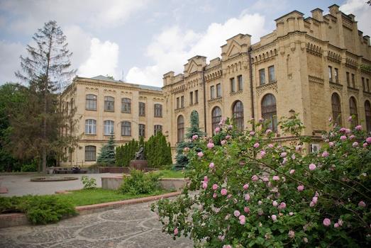 Какие университеты в Украине самые лучшие?