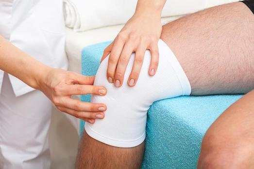 Причины и лечение жидкости в коленном суставе