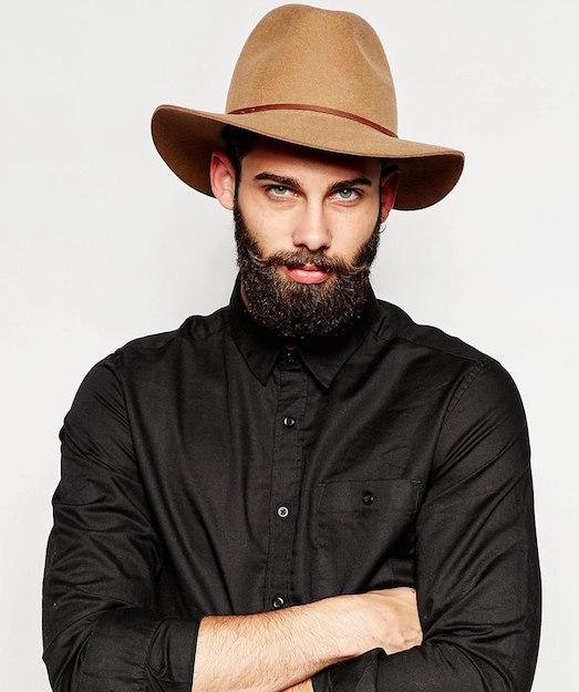 Стильные и актуальные мужские головные уборы
