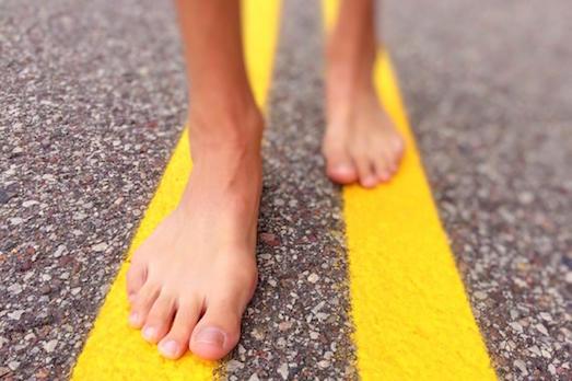 Чем полезна ходьба босиком?