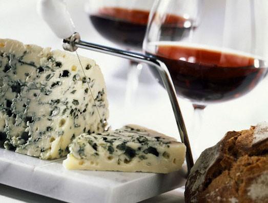 сыр с плесенью и вином
