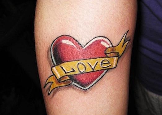 Что означает татуировка сердце?