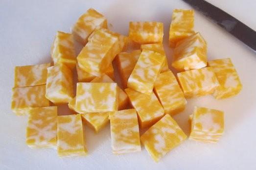 Как приготовить яркий мраморный сыр своими руками?