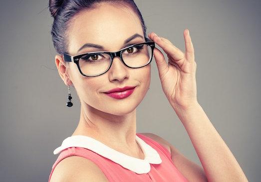 Секреты создания макияжа под очки