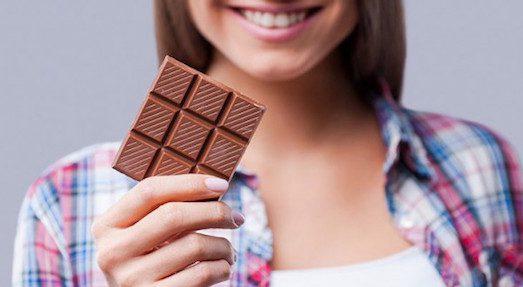 Как убрать пятна от шоколада?